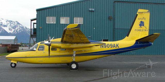 Aero Commander 500 (N909AK)