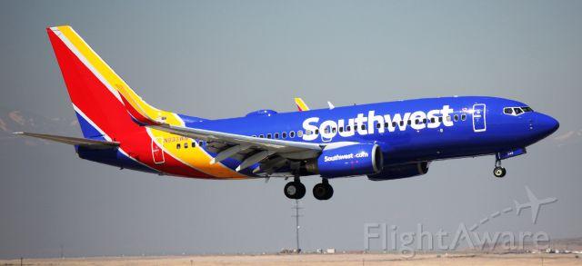 Boeing 737-700 (N933WN) - Arrival 34R.