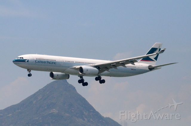 Airbus A330-300 (B-LAB) - Airline: Cathay Pacific Airways (CX/CPA); Airport: Hong Kong International Airport (HKG/VHHH); Camera: Nikon D7000; Date: 4 July 2011