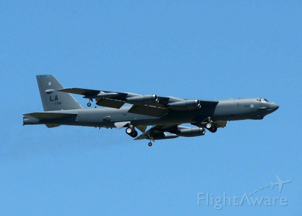 Boeing B-52 Stratofortress (61-0016) - Touch and goes at Barksdale Air Force Base.