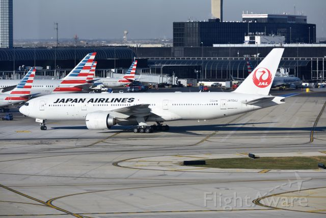 Boeing 777-200 (JA704J) - Repositioning from Intl terminal 5 to AA gates on 11-14-18. Rare to get a JAL 777-200 at ORD.