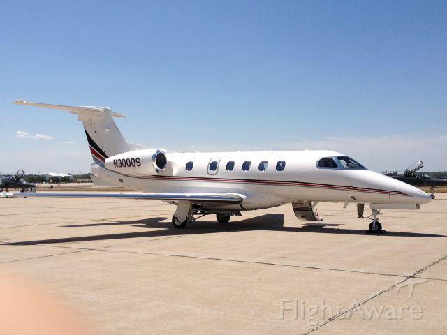 Embraer Phenom 300 (N300QS)