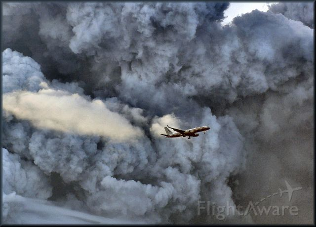 Boeing 757-200 — - AAL go around the column of smoke from the Gulf Petroleum Refinery explosion. Puerto Rico USA  October 23, 2009 - The photo is real, not fake or photoshop. Greetings to all.