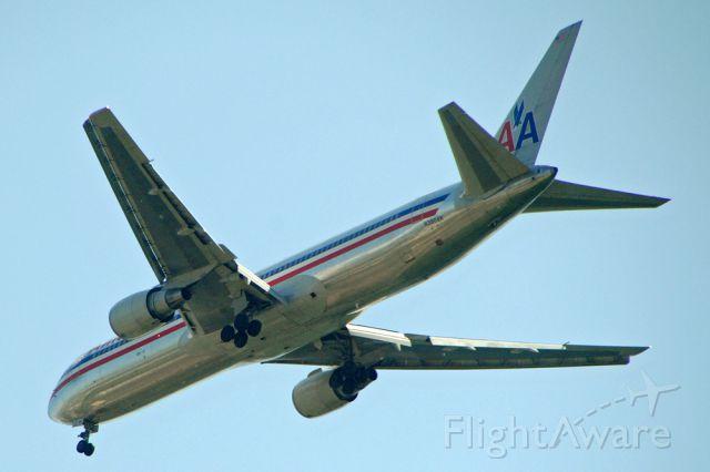 BOEING 767-300 (N396AN)