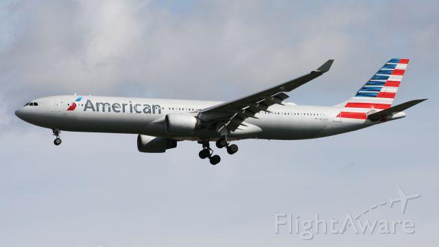 Airbus A330-300 (N271AY)
