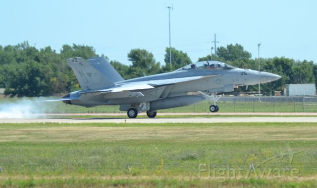 McDonnell Douglas FA-18 Hornet (16-6925) - F/A 18 Super Hornet (175) of the VFA-122 landing in Sioux Falls SD