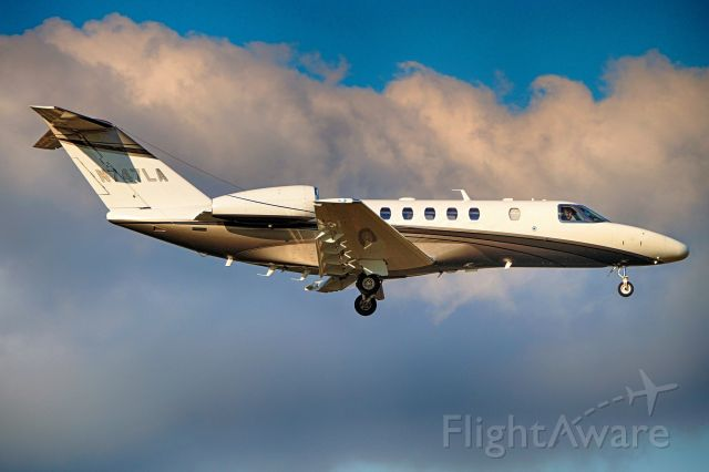 Cessna Citation CJ4 (N747LA) - 12R approach.