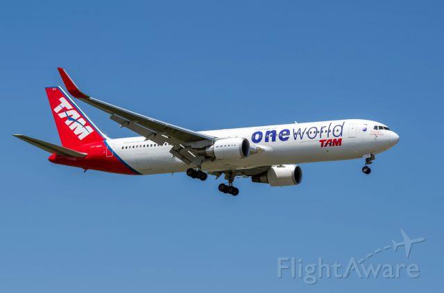 BOEING 767-300 (PT-MOC) - TAM 763ER PT-MOC One World