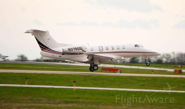 Embraer Phenom 300 (N379QS)