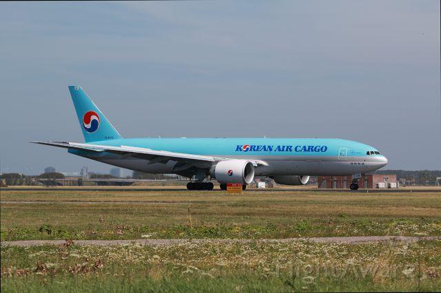 BOEING 777-200LR (HL8005)