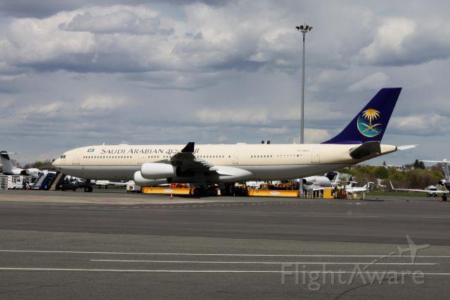 Airbus A340-200 (HZ-HMS2)