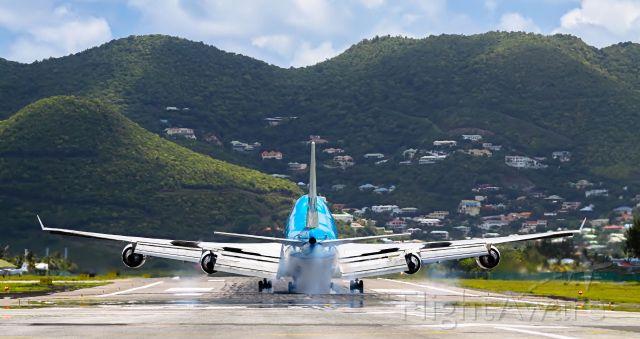 Boeing 747-400 (PH-BFB) - KLM touching down at TNCM St Maarten