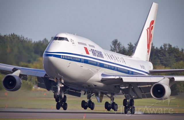 Boeing 747-400 (B-2472) - Air China 747-400 first contact on Rwy32 at Ottawa