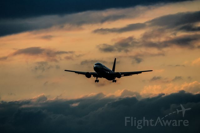 BOEING 767-300 (JA609A)