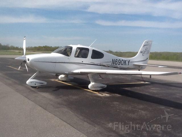 Cirrus SR-22 (N690KY)