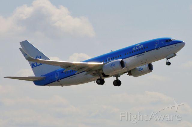 — — - KLM 737 at Manchester 14 June 2011