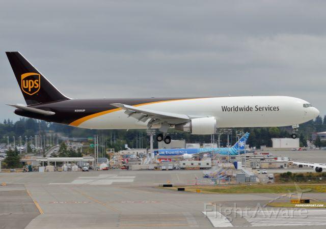 BOEING 767-300 (N366UP)