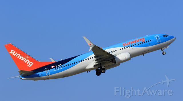 Boeing 737-800 (C-FIUM) - Sunwing C-FIUM departing Aruba