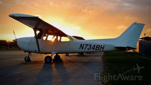 Cessna Skyhawk (N734BH)