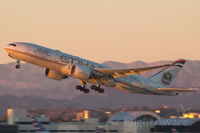 """BOEING 777-200LR (A6-LRE) - Full Photo: <a rel=""""nofollow"""" href=""""http://www.jetphotos.net/photo/8138357"""">http://www.jetphotos.net/photo/8138357</a>"""