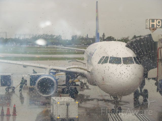 Airbus A320 — - In Fort Lauder-dale Airport waiting for Spirit Flight 745