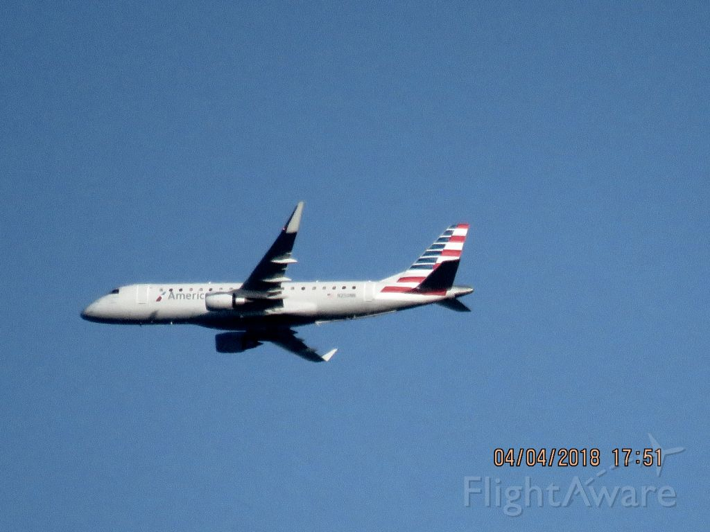 Embraer 175 (N250NN)