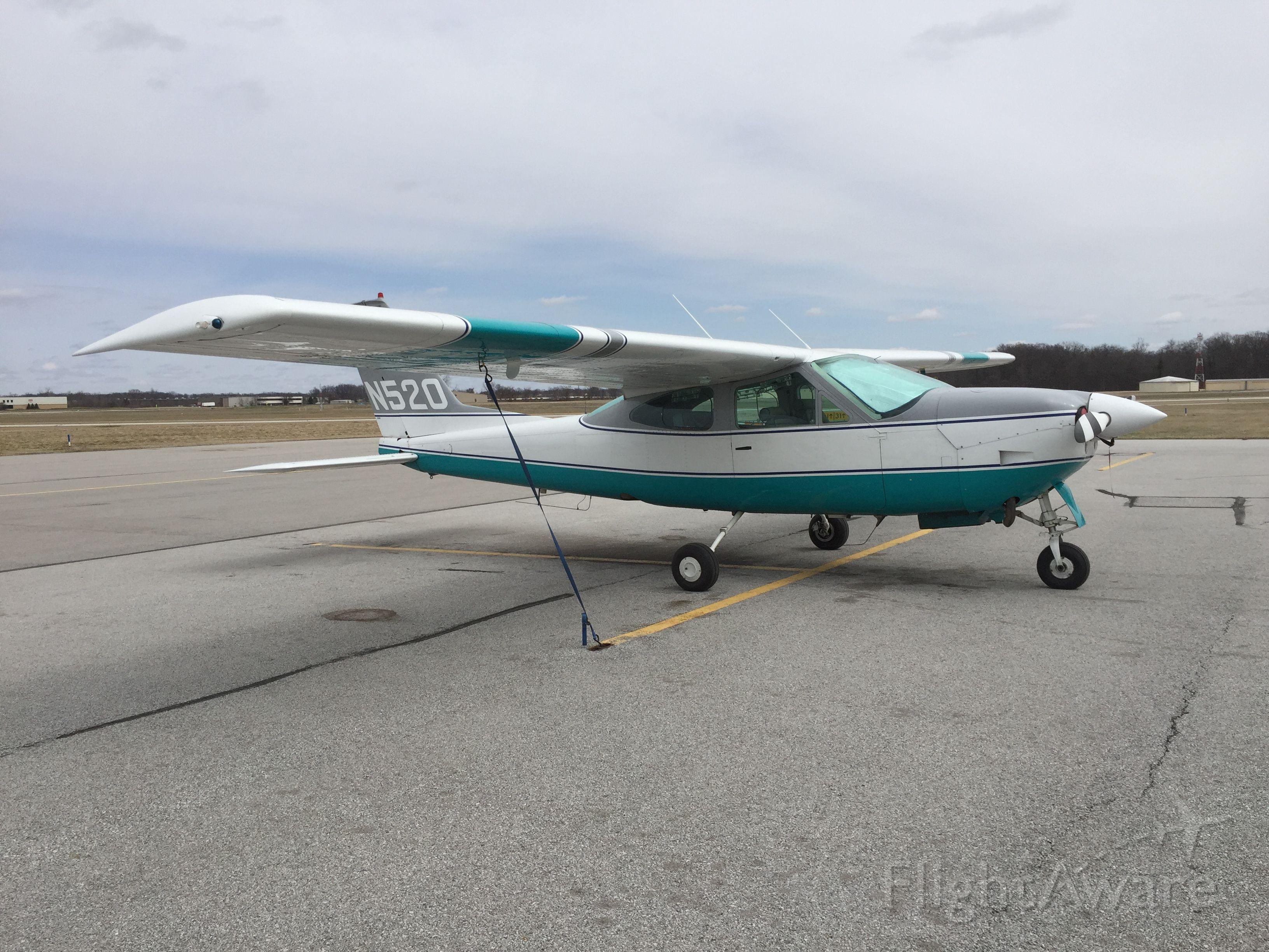 Cessna 177RG Cardinal RG (N520)