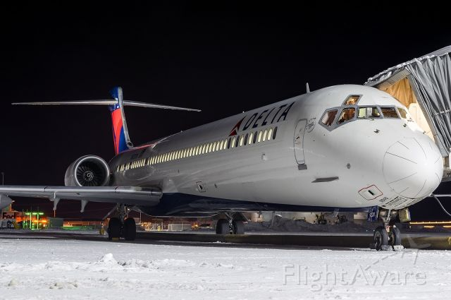 McDonnell Douglas MD-90 (N920DN) - The Mighty Maddog resting after arriving from MSP in the snow. Full quality photo: a rel=nofollow href=http://www.jetphotos.net/photo/8463631http://www.jetphotos.net/photo/8463631/a