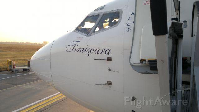 BOEING 737-300 (YR-BGE) - While boarding at LROP (OTP)