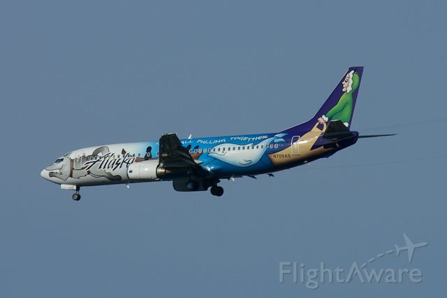 BOEING 737-400 (N705AS) - Designed by a local Alaskan artist, this 737-400 adorns a very colorful scheme to celebrate the 75th Anniversary of Alaskan statehood.
