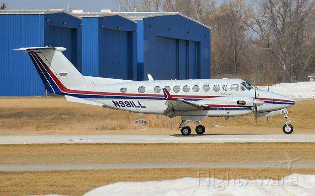 Beechcraft Super King Air 350 (N99ILL) - Runway 05 arrival @KUGN.