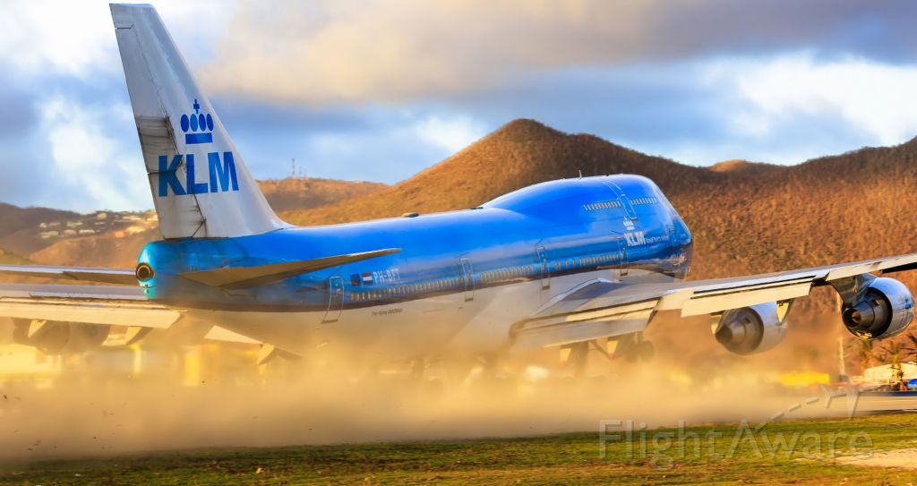Boeing 747-400 (PH-BFT) - KLM PH-BFT seen departing TNCM St Maarten at sunset while blowing the runaway clean!!
