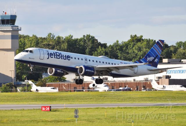 Embraer ERJ-190 (N353JB) - Ideal conditions for arrival of this Jetblue E190.