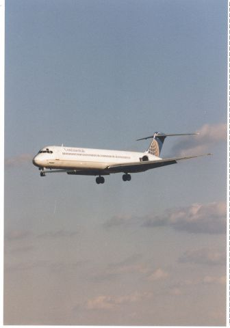 McDonnell Douglas MD-80 — - Continental MD80 (or similar) approaching runway 33L at KBWI, late 1996