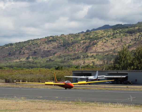 N5761S — - Hawaii glider roll out