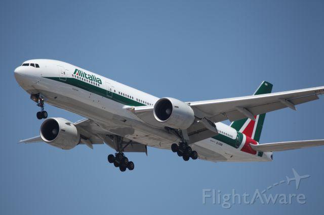 Boeing 777-200 (EI-DBM) - ON FINAL