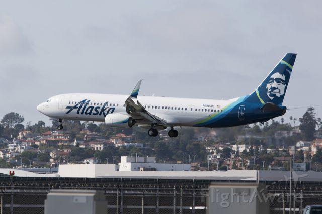 Boeing 737-900 (N260AK)
