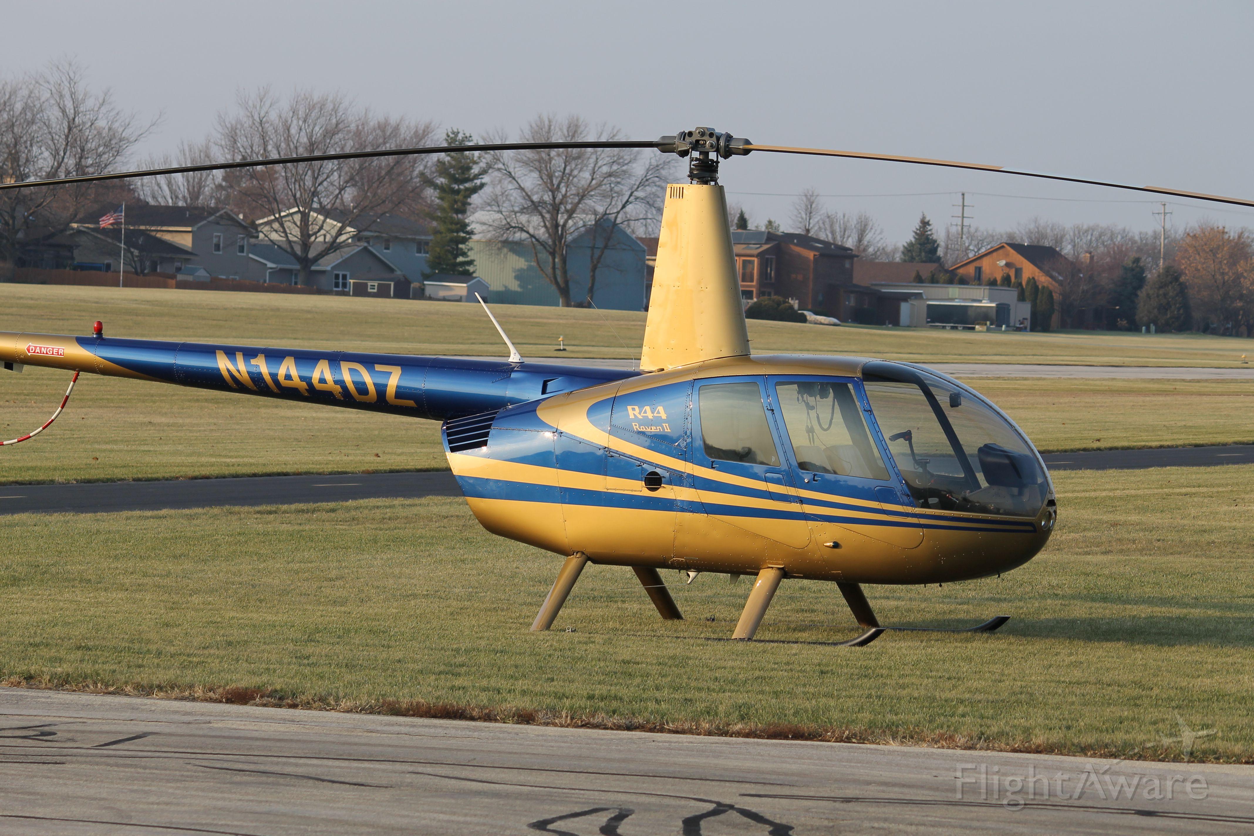 Robinson R-44 (N144DZ)