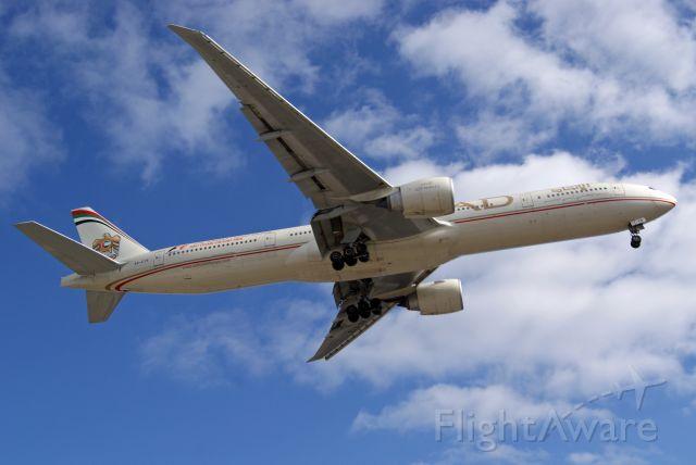 BOEING 777-300ER (A6-ETB)