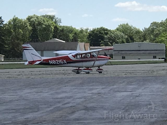 Cessna Skyhawk (N8215X) - Taking to the runway at JXN
