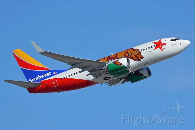 Boeing 737-700 (N943WN) - Southwest Boeing 737-7H4 N943WN California One at Phoenix Sky Harbor on October 16, 2017.
