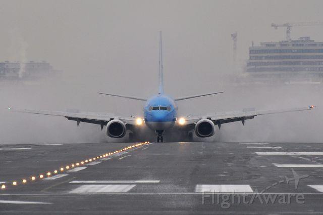 Boeing 737-800 (G-CDZM)