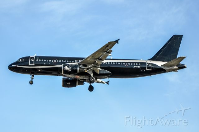 Airbus A320 (LY-COM)