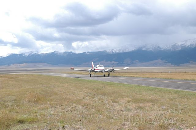 Cessna 310 (N8177M)