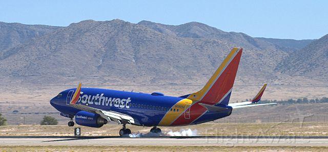 Boeing 737-700 (N7832A)