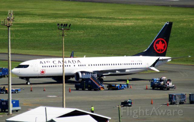 Boeing 737 MAX 8 (C-FSDQ)
