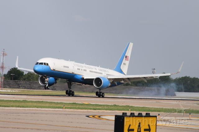 Boeing 757-200 (N90003) - Mike Pence into Dallas Love Field