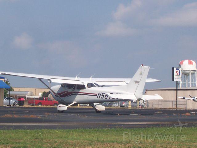 Cessna Skyhawk (N567JW)