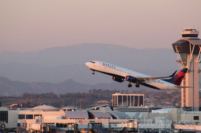 Boeing 737-900 (N827DN) - Evening takeoff from LAX with the tower in the background.
