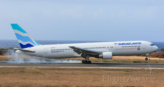 BOEING 767-300 (CS-TSV) - Transatlantic flight EUROATLANTIC CS-TSV destine for Caracas Simon Bolivar International Airport see making a landing at Hato international airport for a crew change.